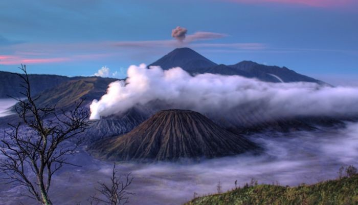 How does weather affect volcanoes?