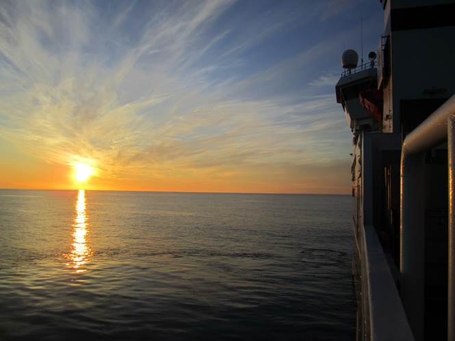 Midnight sun over the Greenland Sea. Photo credit: Dag Inge Blindheim.