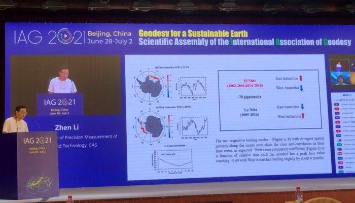 Zhen Li during his talk