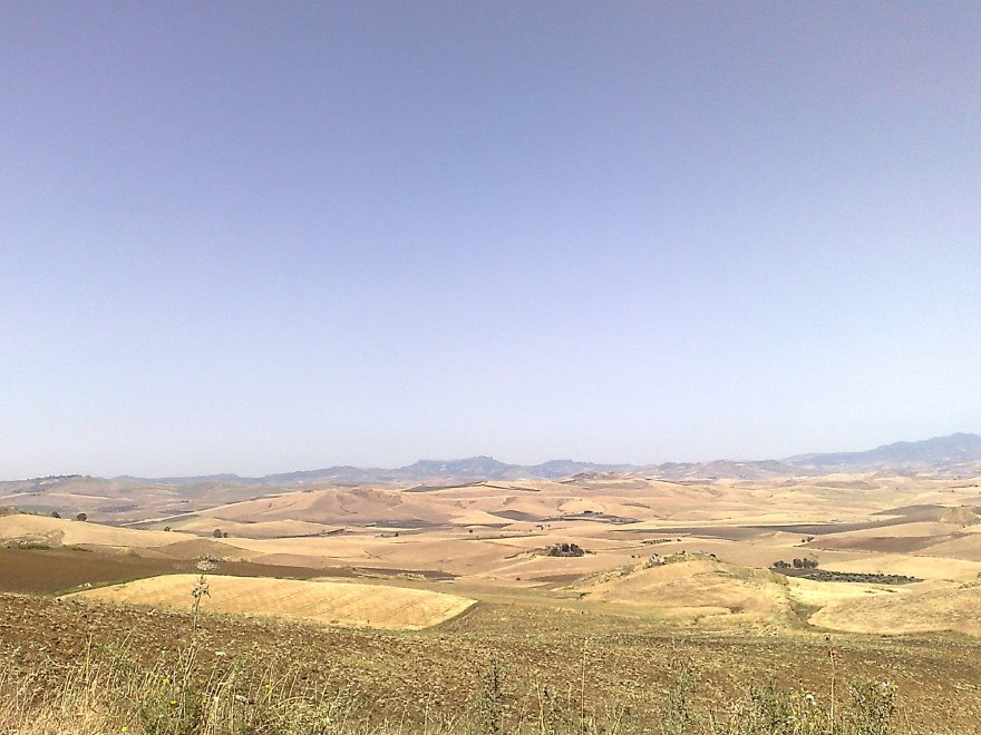 Sicilian landscape. Source: larepubblica.it.