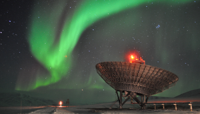New insights to the north-south asymmetries of auroral features