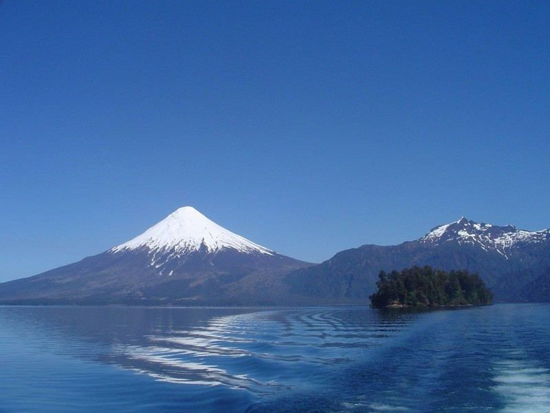Osorno Volcano — Chile by Lilli Freda, distributed by EGU under a Creative Commons licence.