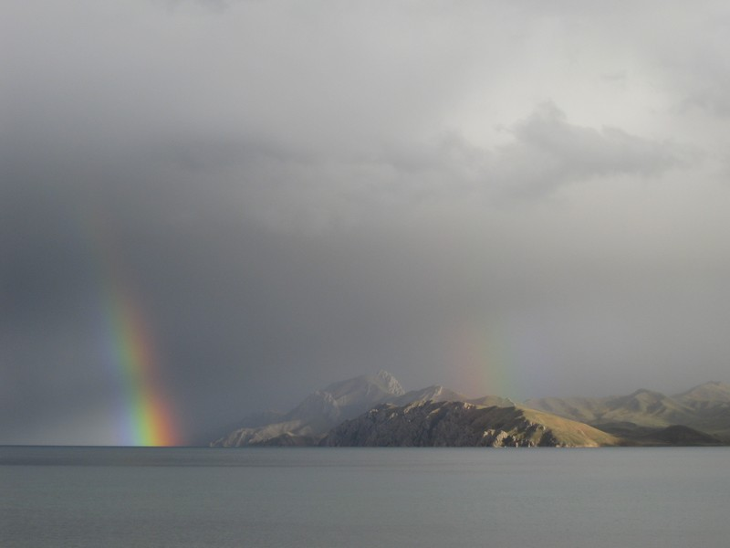 Double rainbow over a Tibetan Plateau lake by Janneke IJmker, distributed by EGU under a Creative Commons licence.