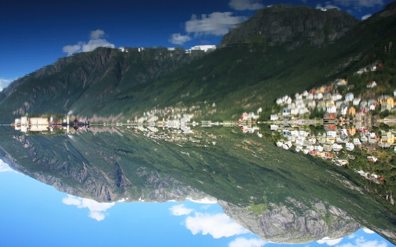 A sunny morning in Sørfjorden by Martin Mergili, distributed by EGU under a Creative Commons licence.