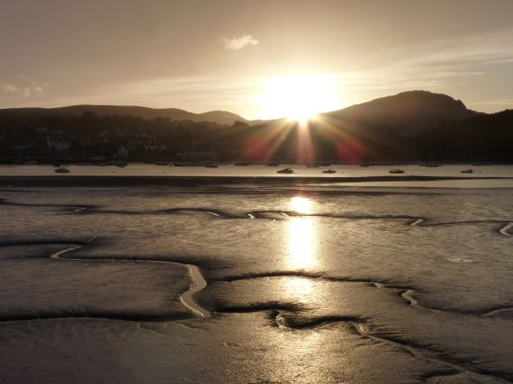 """Low tide at Conwy estuary"" by Alma de Goot, distributed by the EGU under a Creative Commons licence."
