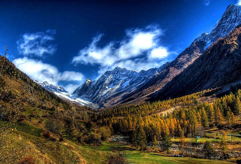 The Swiss Alps. (Credit: Wikimedia Commons user johnw)