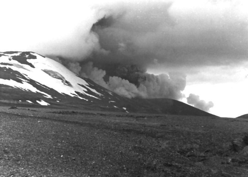 The 1980 eruption of Hekla volcano. (Credit: Wikimedia Commons user Oxonhutch)