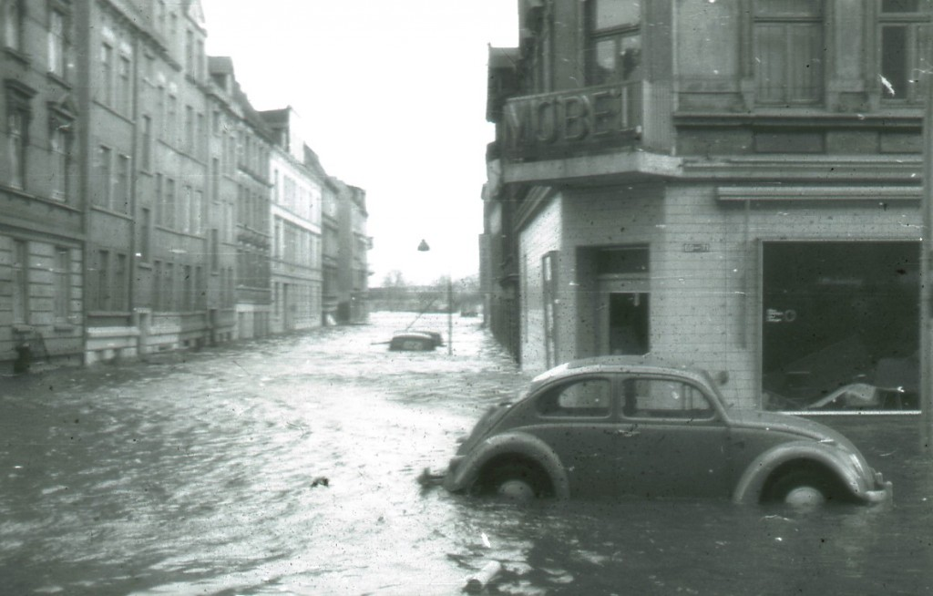 Hamburg's Wilhelmsburg borough deep underwater after the famous flood of 1962. The recovery took decades. (Credit: Gerhard Pietsch)