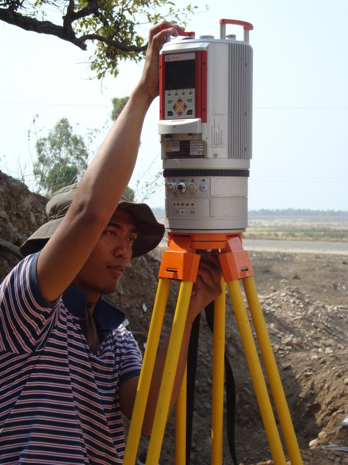 Sorvigenaleon Ildefonso setting things up for LIDAR. (Credit: Kate Ravilious)