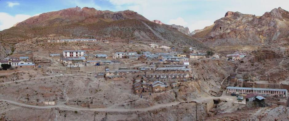 Modern mining in Seite Suyos, Bolivia, devastates the surrounding environment. (Credit: Wikimedia Commons user Mach Marco)