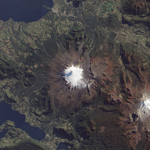 Villarrica from above – if you look closely, you can see the traces of lahars on the volcano's northwest flanks. (Credit: NASA Earth Observatory/Jesse Allen/Robert Simmon)