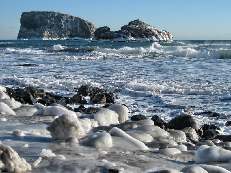 Pacific coast of the Kamchatka Peninsula in winter. (Credit: Dmitry Savelyev via imaggeoegu.eu)