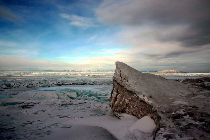 The icy shores of Lake Baikal. (Credit: Dmitry Vlasov, via imaggeo.egu.eu)