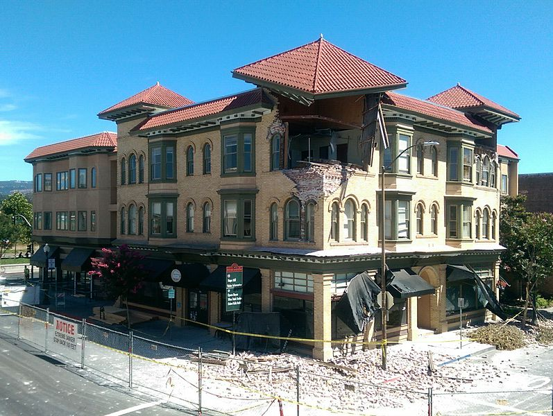 Earthquake damage to the Alexandia Square building in Napa, California (Image Source: Wikimedia Commons, Author: Jim Heaphy; User: Cullen328).