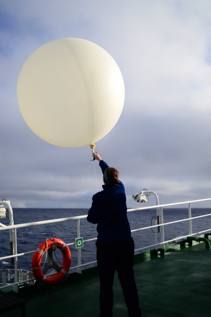 Fly away, weather balloon! Credit: Raissa Philibert (distributed via imaggeo.egu.eu)