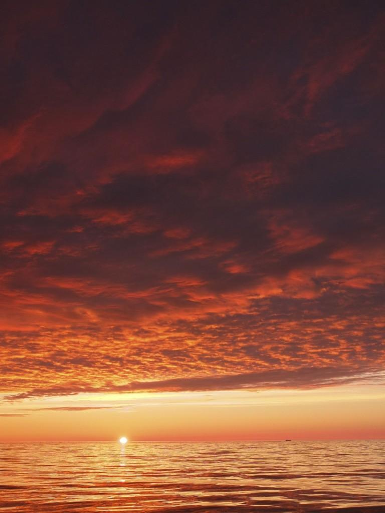 Sunset over the Labrador Sea by Christof Pearce (distributed via imaggeo.egu.eu).
