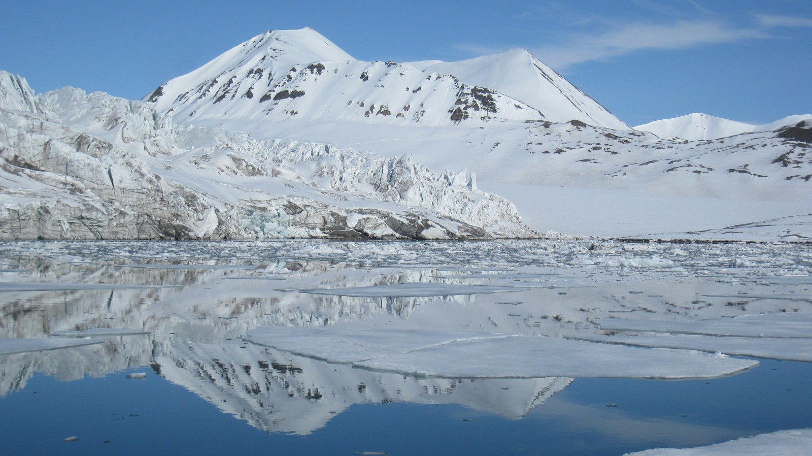 Water reflection in Svalbard. Credit: Fabien Darrouzet (distributed via imaggeo.egu.eu)