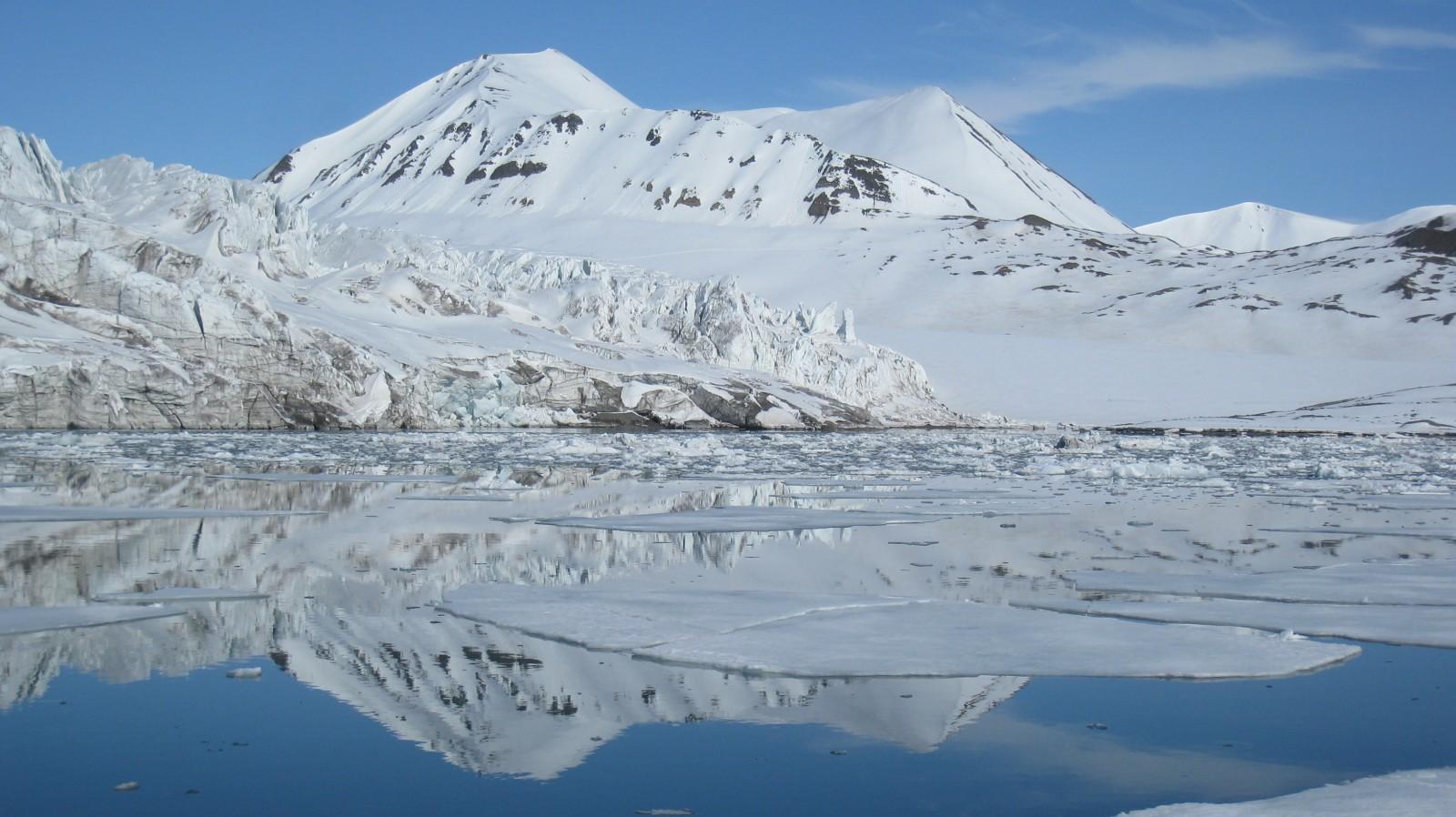 Water reflection in Svalbard. Credit: Fabien Darrouzet (distributed via imaggeo.egu.eu)