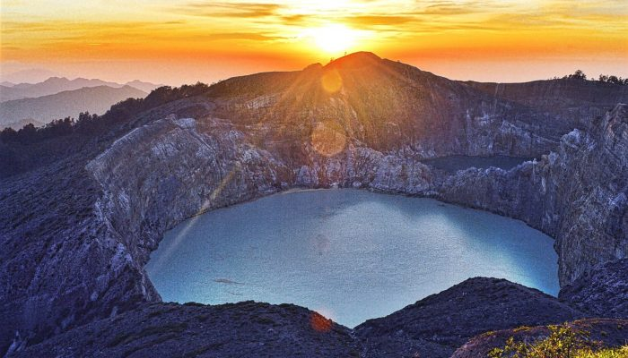 Imaggeo on Mondays: A sunrise over Kelimutu's three-colour lakes
