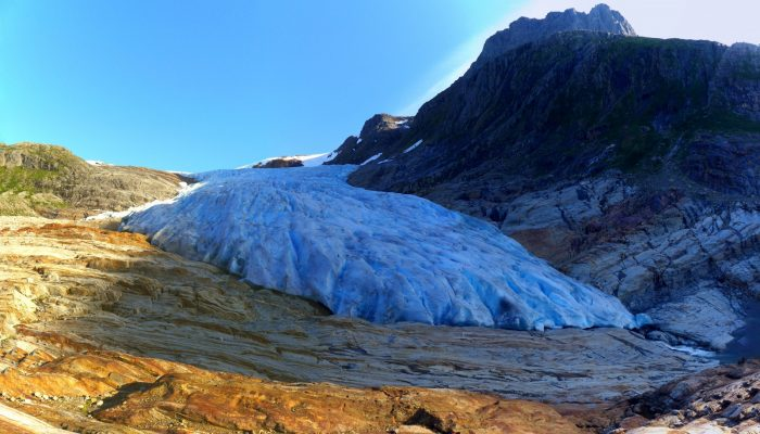 Imaggeo on Mondays: Why does a Norwegian glacier look blue?