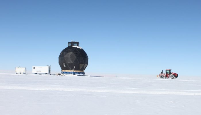 Imaggeo on Mondays: An epic 'house' move across the ice