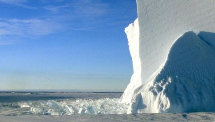 Imaggeo on Mondays: Iceberg at midnight
