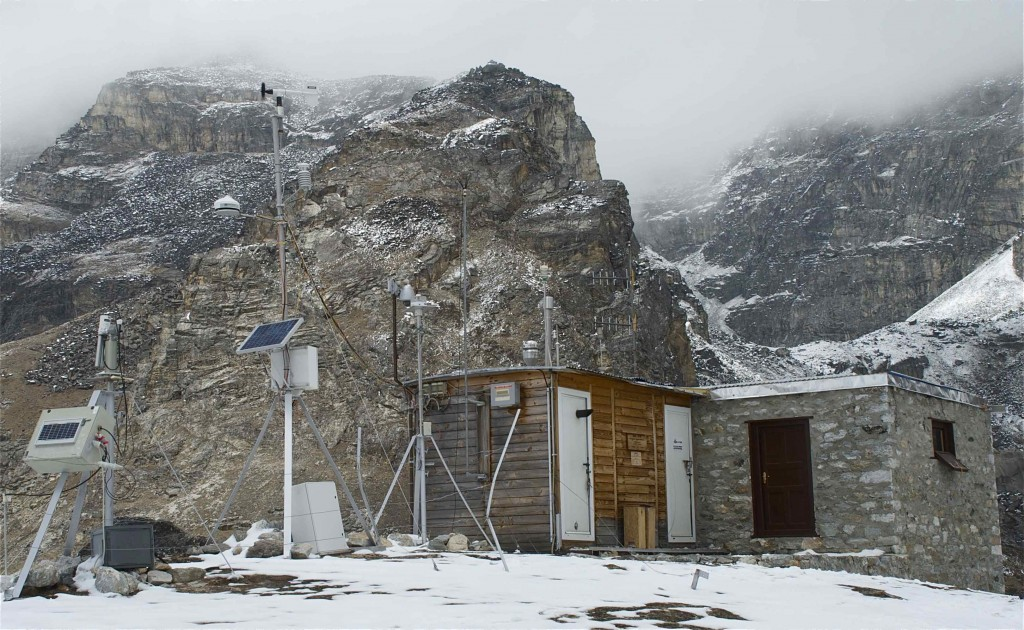A major facility for studying climate and pollutants in the Himalayas. (Credit: Jane Qiu)