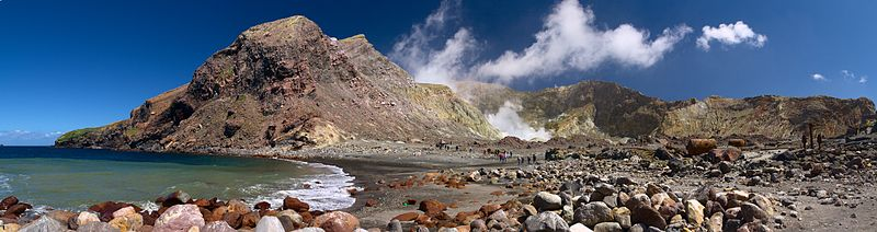 Step back to take in the view – Crater Bay on White Island. (Credit: Javier Sánchez Portero)
