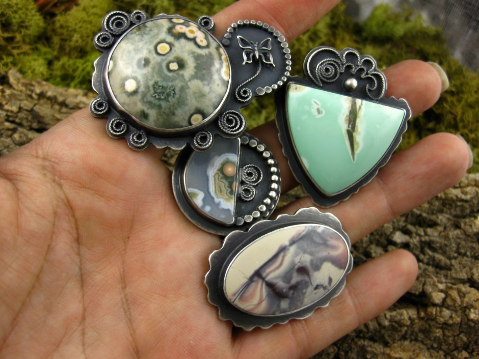 Jasper jewelery – it looks even more lovely under the microscope, don't you think? (Credit: Tess Norberg/Nova Design)