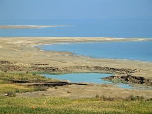 800px-Dead_Sea_sinkhole_by_David_Shankbone