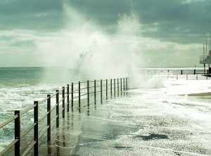 Sea spray on Broadstairs Pier - Photograph: Rose and Trev Clough, WIkimedia Commons.