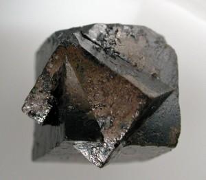 Perovskite2_-_Perovskite_Hill,_Magnet_Cove,_Hot_Spring_Co,_Arkansas,_USA