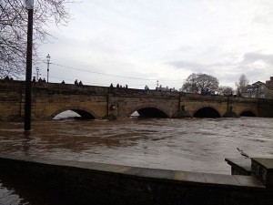 https://commons.wikimedia.org/wiki/File:Wetherby_Bridge_during_the_December_2015_floods_%2826th_December_2015%29_001.JPG
