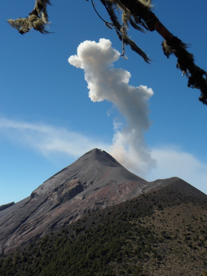 Small eruption of Fuego, Guatemala (Credit: Joel Gill, 2014)