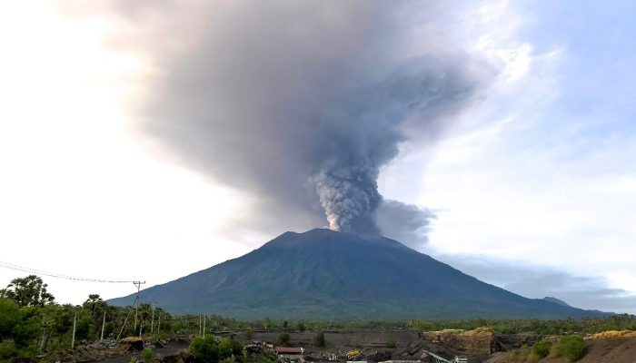 How do you monitor an internationally disruptive volcanic eruption? How can you communicate SDGs in an Earth Science class? Jesse Zondervan's Nov 13  – Dec 13 2017 #GfGDpicks #SciComm