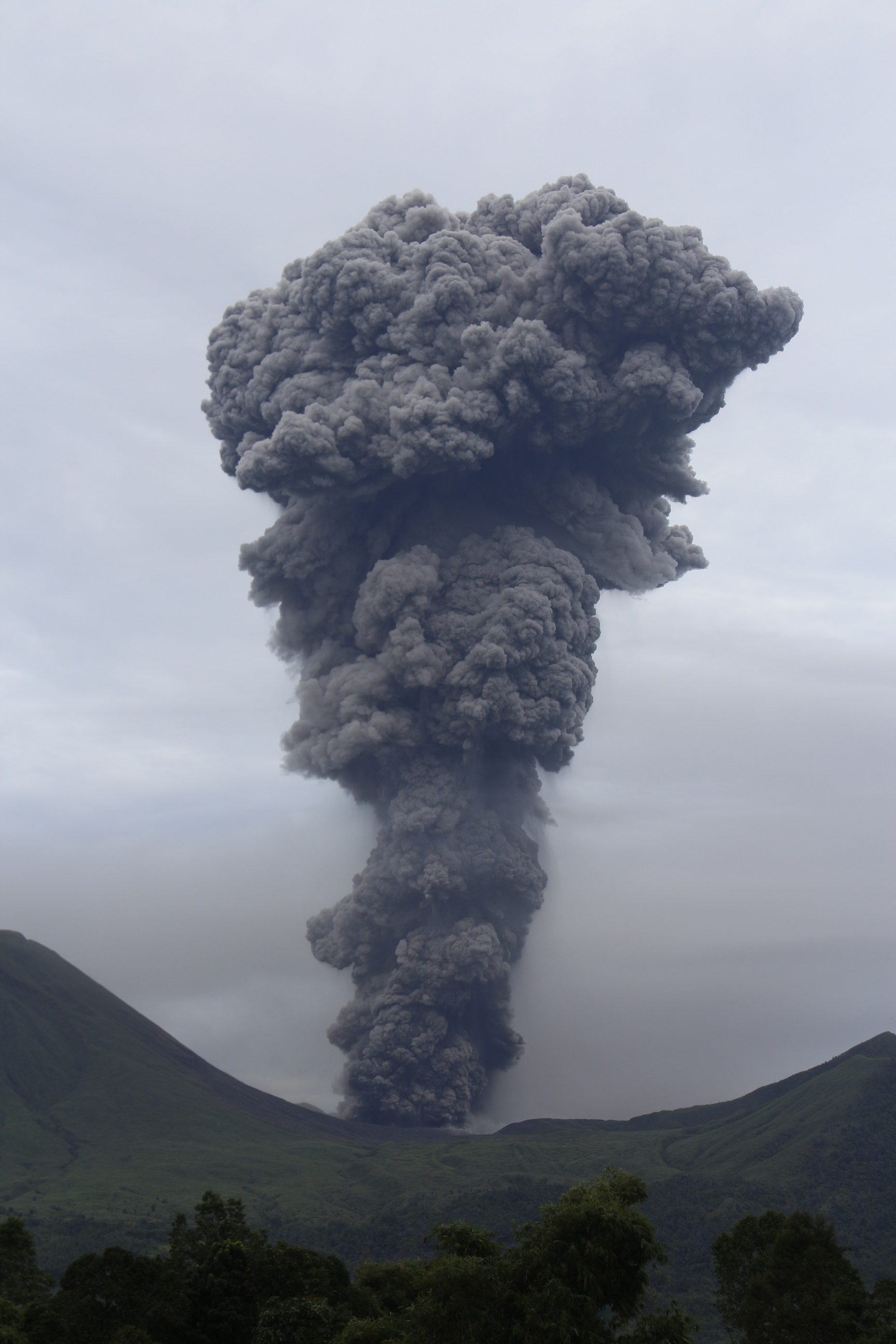 volcanicdegassing friday field photos eruptions at lokon empung