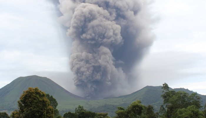 Friday Field Photos: Eruptions at Lokon-Empung volcano, Indonesia