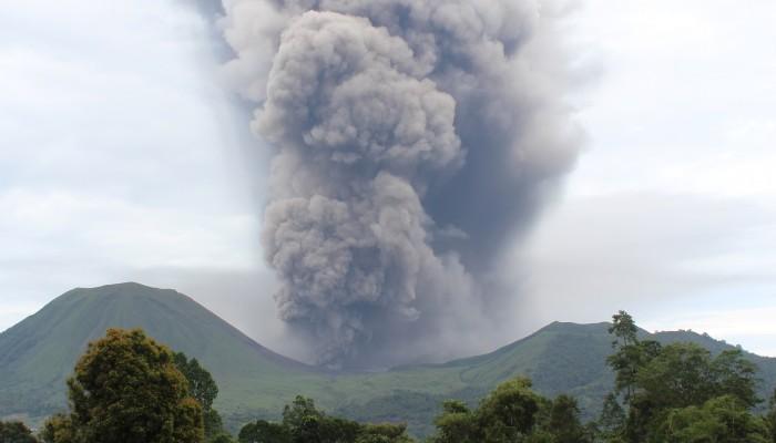 Friday Field Photos: Eruptions at Lokon-Empung volcano, Indonesia
