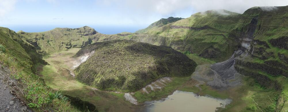 Soufrière St Vincent lava dome and crater. Photo by Paul Cole, January 2014. https://twitter.com/PaulCole23